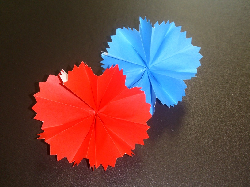すべての折り紙 折り紙 プレゼント 花束 : カーネーション 花束 折り紙