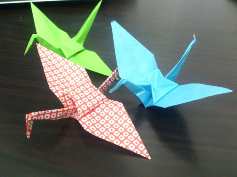 すべての折り紙 紙飛行機折り方 簡単 : 折り紙の鶴の折り方!雨の日の ...