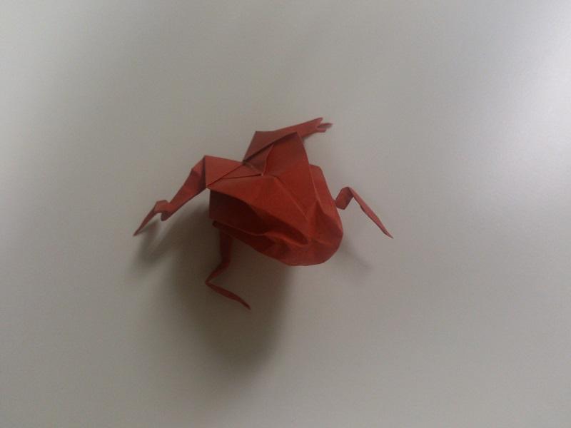 すべての折り紙 折り紙 カエル リアル : お腹を引っ張って広げて立体的 ...