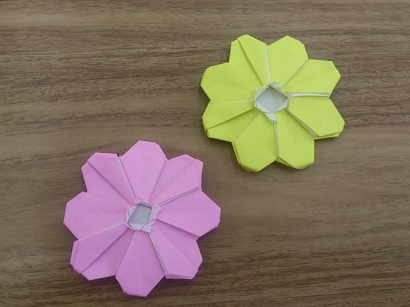 すべての折り紙 折り紙 ブーケ 折り方 簡単 : 別の折り方のコスモスの折り紙 ...
