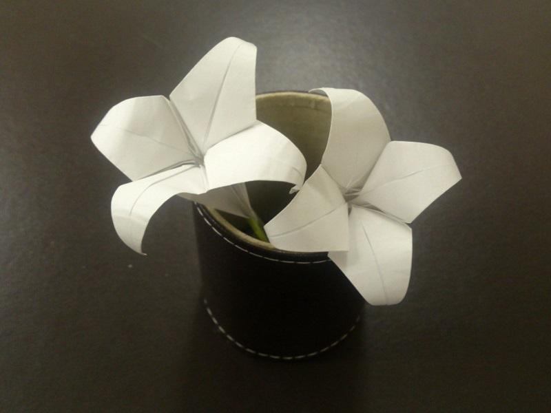 すべての折り紙 折り紙 ブーケ 折り方 簡単 : 折り紙のゆりの折り方♪簡単で ...